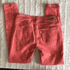 Woman's vintage paisley Levi jeggings skinny